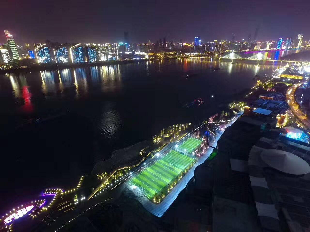 長沙沿江風光帶足球場燈光